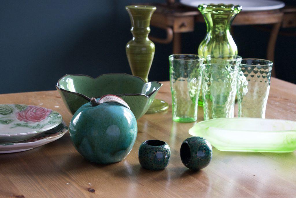 Szkło, drewno, ceramika i porcelana to materiały idealne do wystroju wnętrz.