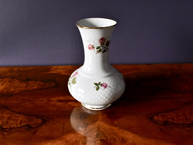 różyczki i złocenia dekoracja najpiękniejsza do domu vintage porcelana