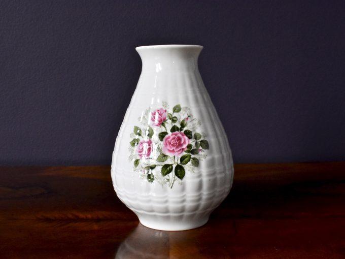 retro wazonik z różyczkami porcelana vintage