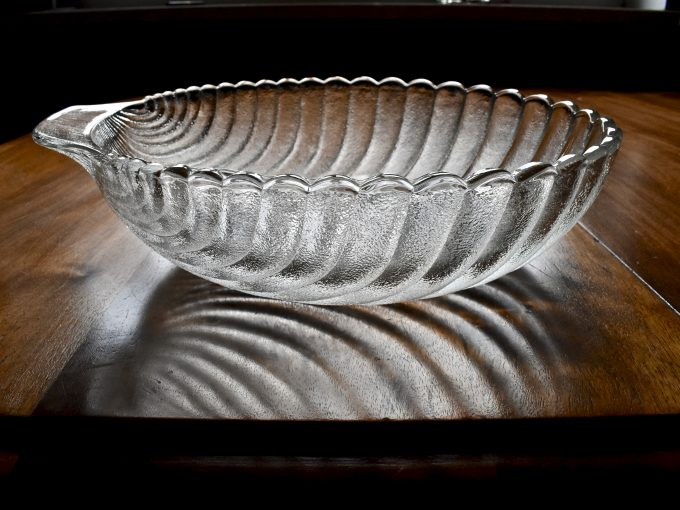 vintage szklany półmisek w kształcie muszli będzie najlepszy na stół