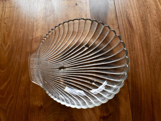 naczynia szklane vintage na stół jak ten półmisek w kształcie muszli