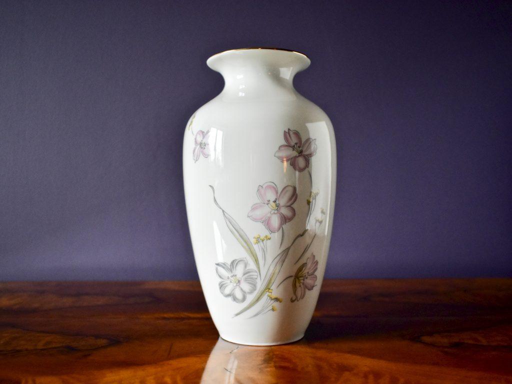 Subtelny pastelowy wzór kwiatowy porcelanowy wazon retro