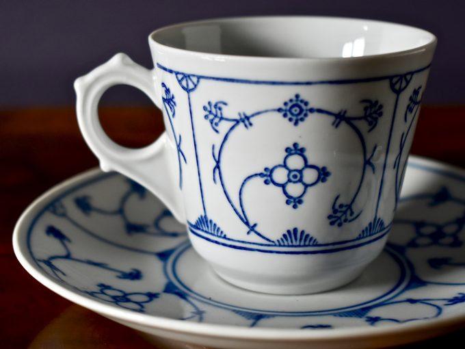 Niemiecka porcelanowa filiżanka vintage wzór słomkowy