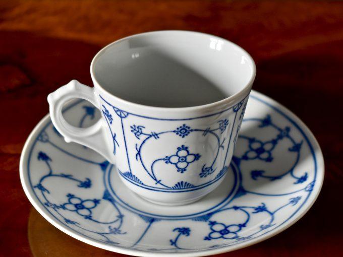 Porcelanowa filiżanka vintage we wzór słomkowy