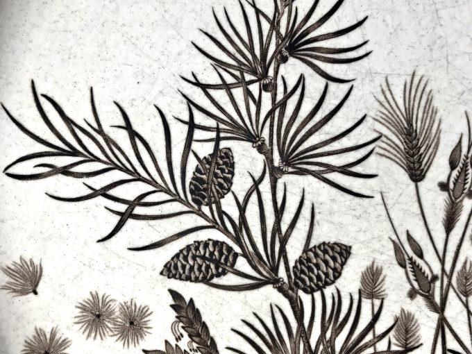 Talerz ceramiczny vintage Pinewood z motywem roślinnym