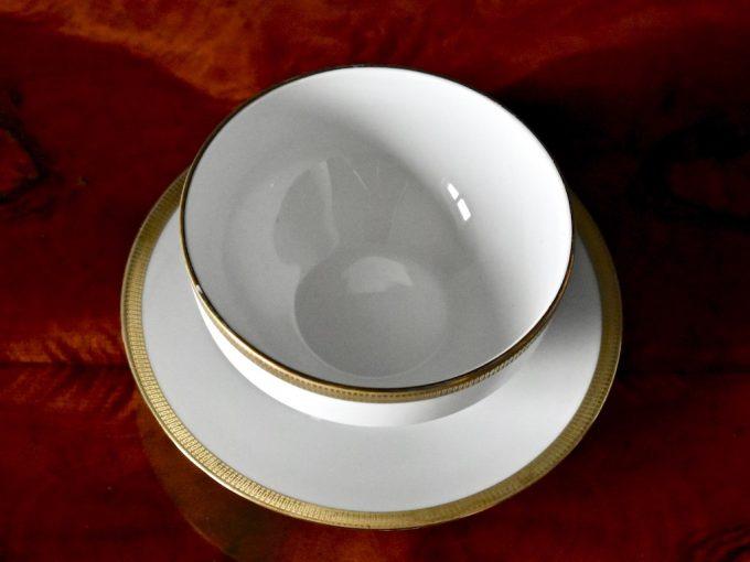 Porcelanowa elegancka bulionówka ze zloceniem
