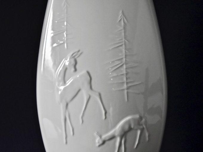 Wysoki porcelanowy wazon vintage z motywem leśnym