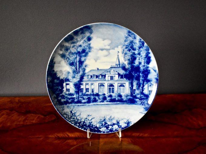 Bardzo dekoracyjny talerz porcelanowy