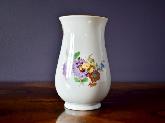 porcelanowy wazon dekoracyjny retro kwiaty