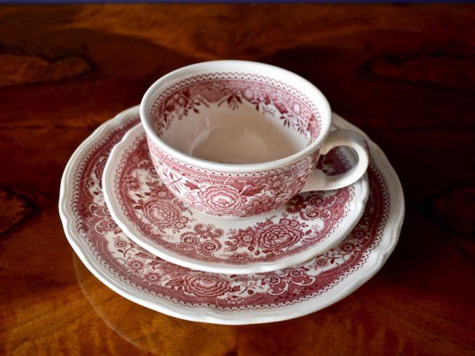 Porcelanowa filiżanka i talerzyk trio śniadaniowe zestaw śniadaniowy naczyń