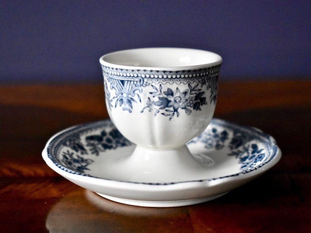 porcelanowy kieliszek do jajka Villeroy & Boch niebieska seria Fasan boho rustykalny