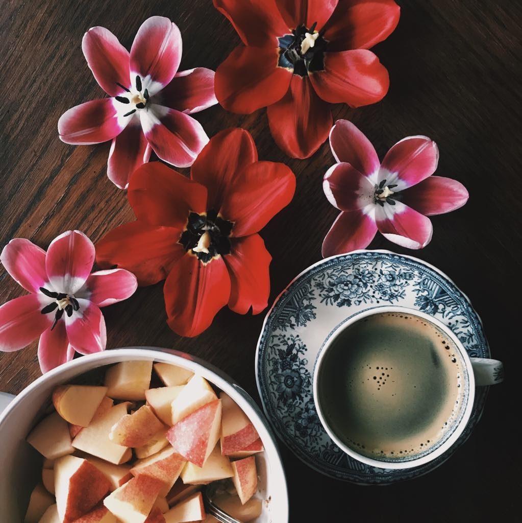 naczynia porcelanowe filizanki miski dekoracja stół jadalnia kuchnia śniadanie