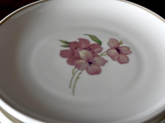 Porcelanowe konfiturówki talerzyki z kwiatkiem eleganckie małe