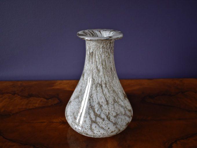 szklany wazon złoto biel