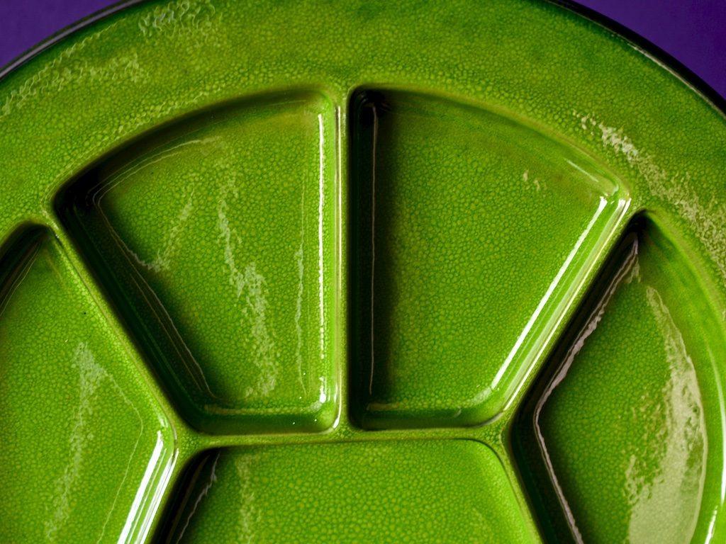 zielony talerz ceramika antipasti przystawki