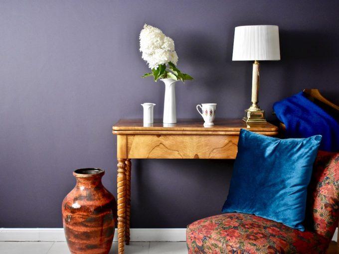 artykuły wyposażenia wnętrz meble vintage fotele wazony naczynia lampy porcelana vintage dodatki