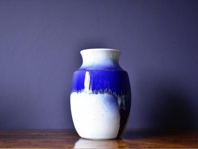 Wazon dekoracyjny ceramika biały i classic blue