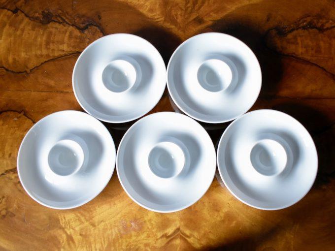 porcelanowe podstawki do jajek na miękko