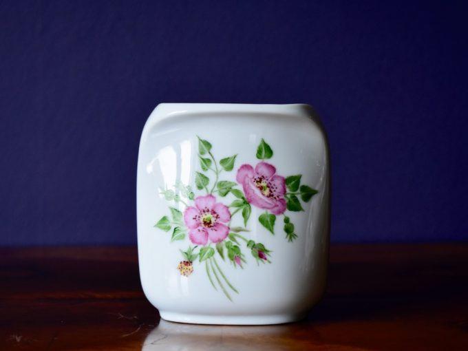 porcelanowy wazonik z kwiatkami Kaiser