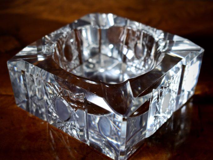 Kryształowa popielniczka