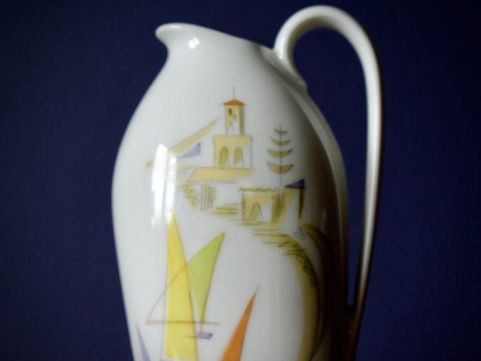 Dekoracyjny wazonik porcelanowy