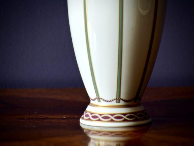 porcelanowy wazon dekoracyjny