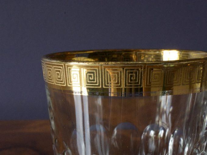 dekoracyjne szklanki ze złoceniem