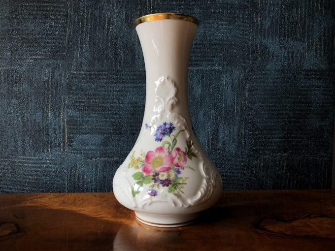 wazon porcelanowy zdobiony dekoracyjny
