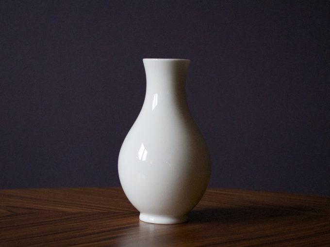 mały wazonik porcelanowy