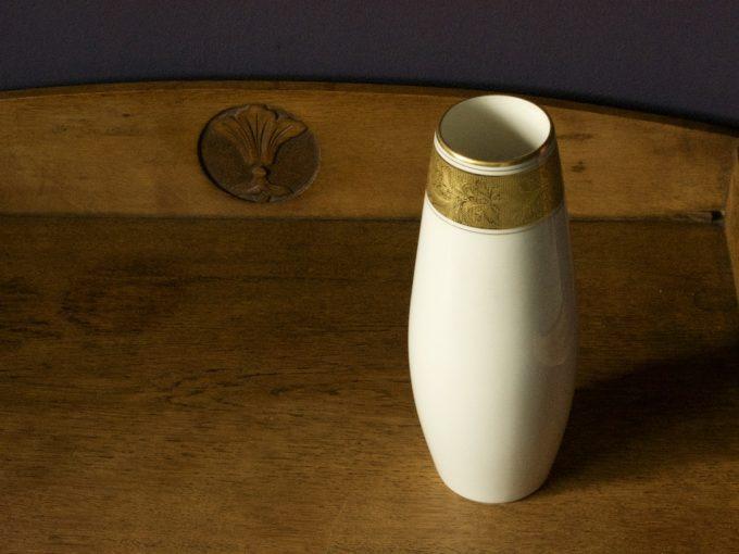 dekoracyjny wazon porcelanowy ze złoceniem