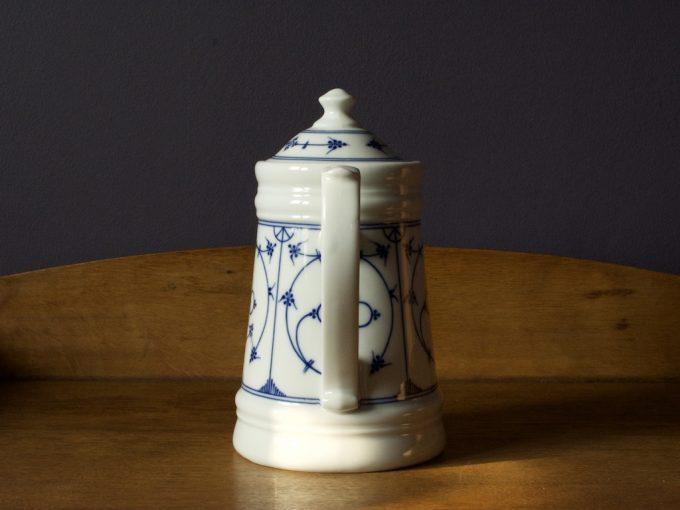 dekoracyjny dzbanek porcelanowy wzór cebulowy