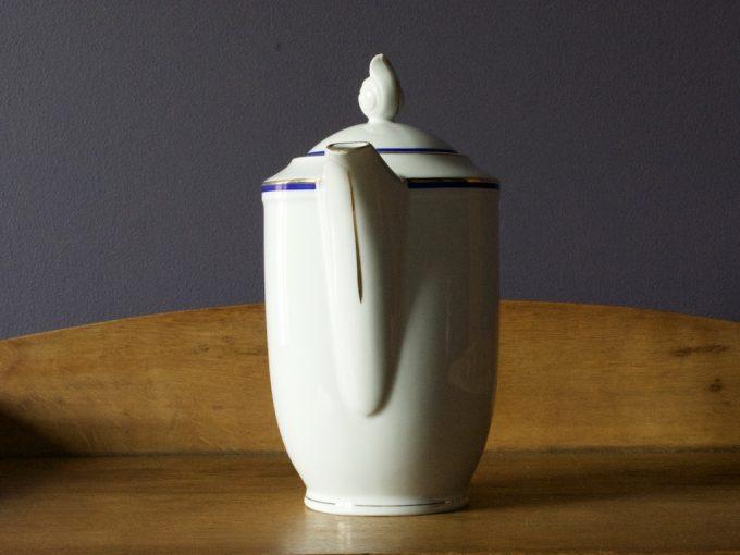 dzbanek porcelanowy z wzorem