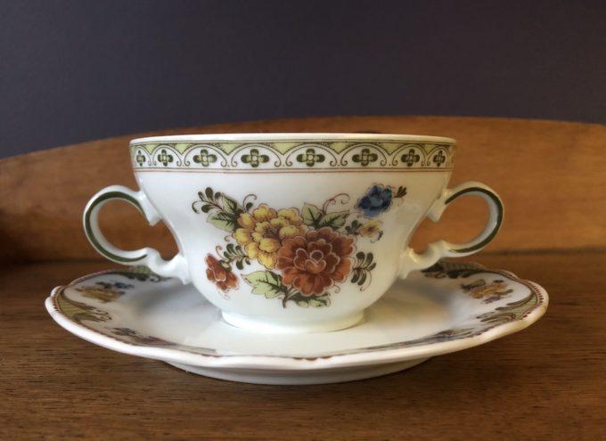 porcelanowa filiżanka bulionówka