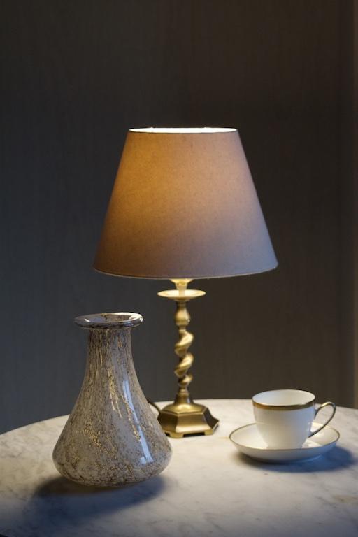 Mosiężna lampa stołowa retro