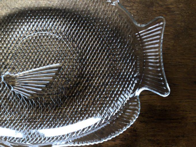 szklany półmisek ryba