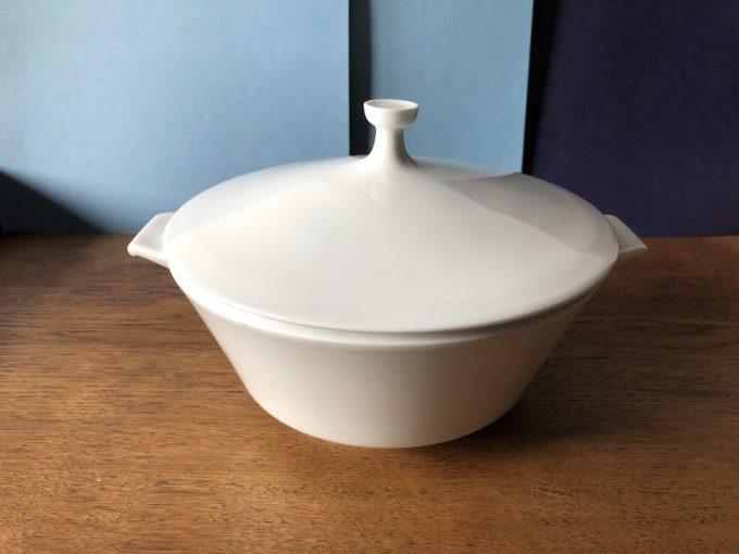 porcelanowy półmisek z pokrywą