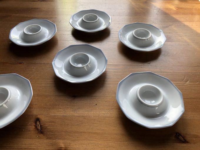 komplet porcelanowych jajcarek