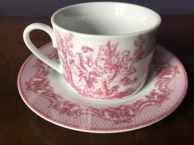 porcelanowa filiżanka z podstawkiem