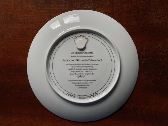 porcelanowy talerz dekoracyjny do zawieszenia
