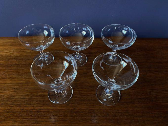 szklane kieliszki prosecco