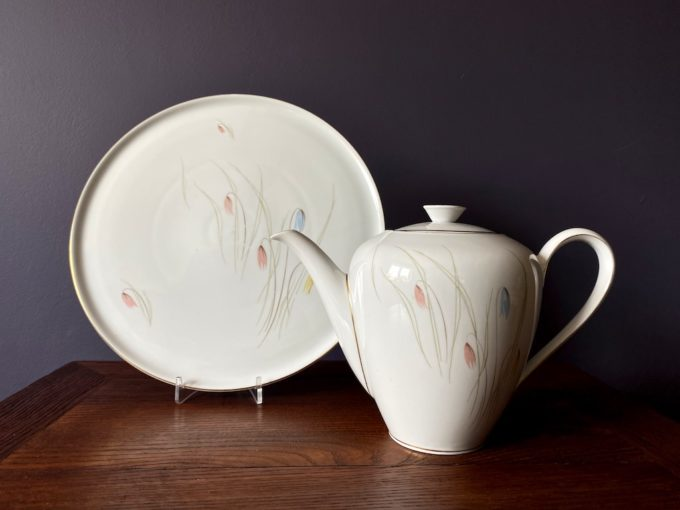 zestaw porcelanowy dzbanek i patera