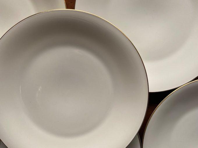 komplet sześciu talerzy porcelanowych