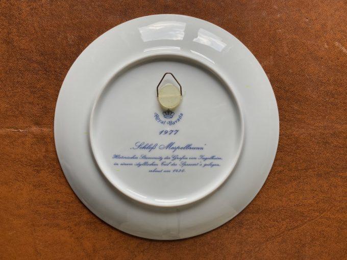 porcelanowy talerz dekoracyjny do zawieszenia kobalt